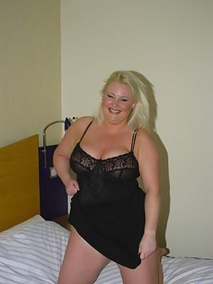 Plump British amateur milf with her dildo